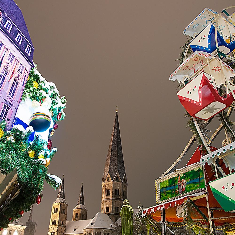 Bonner Münster und Riesenrad im Schnee
