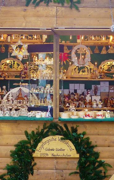 Weihnachtsmarktstand Erzgebirgische Volkskunst aus Neuhirschstein