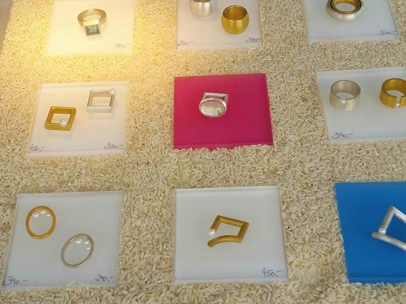 Einzelne Ringe in der Präsentationsauslage