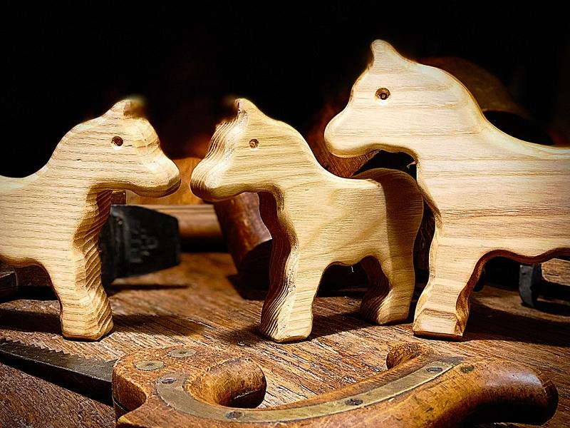 Pferd oder Esel aus Holz, atmosphärisch fotografiert