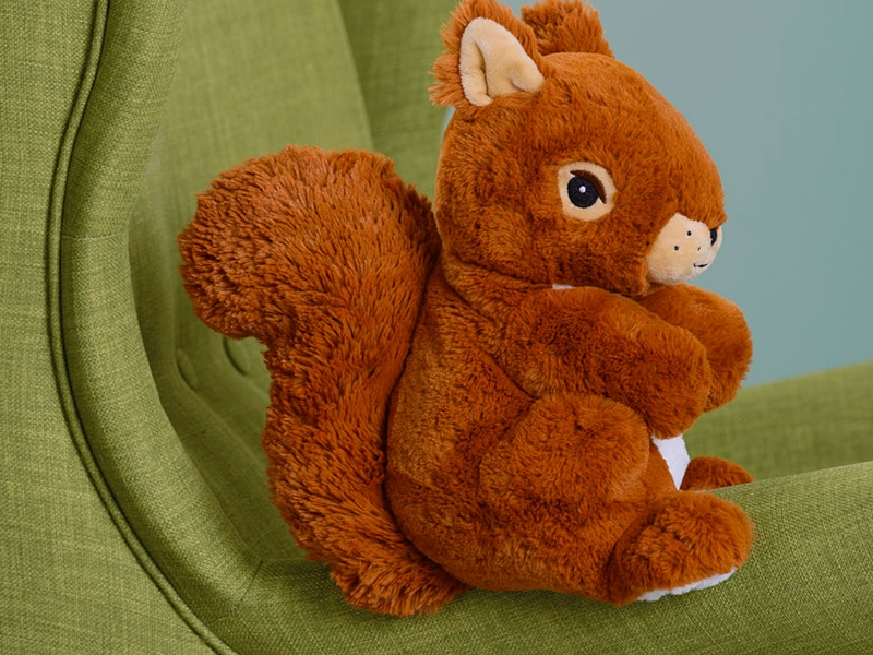 Eichhörnchen-Teddy auf Sessel