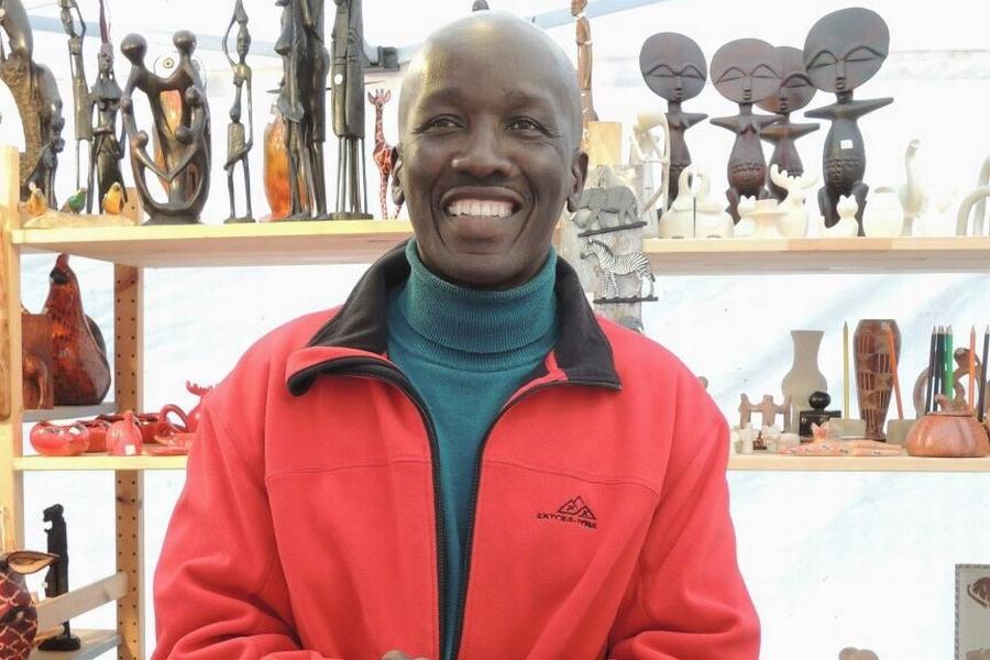 Portrait von Vincent Onyango Kunsthandwerk aus Kenia