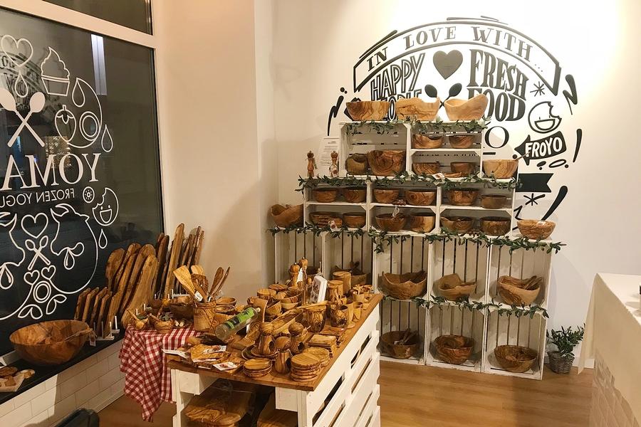 Der Showroom von Olivenholzspezialist